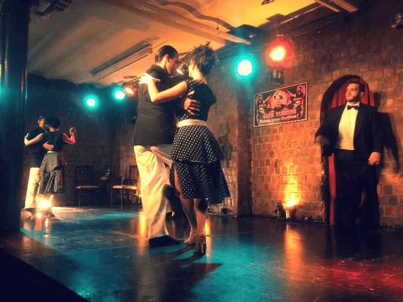 Assistir a um show de Tango à noite