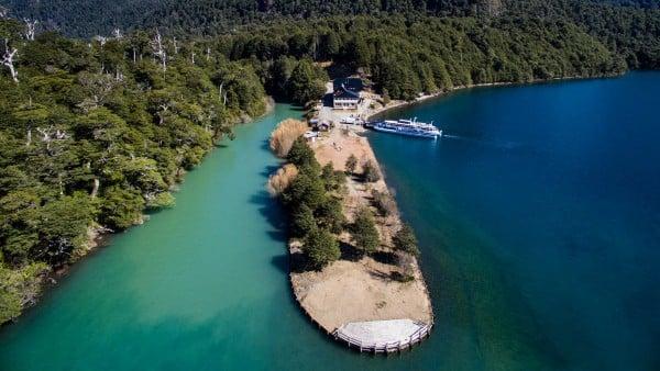 Passeio de barco no verão em Bariloche