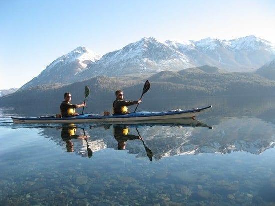 Passeio de caiaque no verão em Bariloche