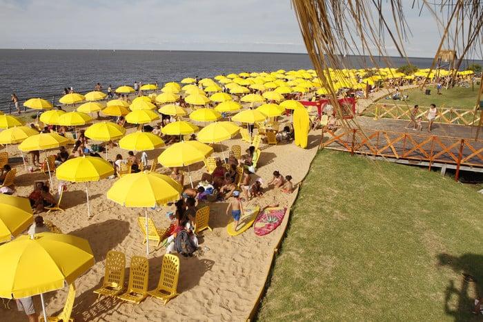 Ir às praias do Rio de La Plata em Buenos Aires no mês de janeiro