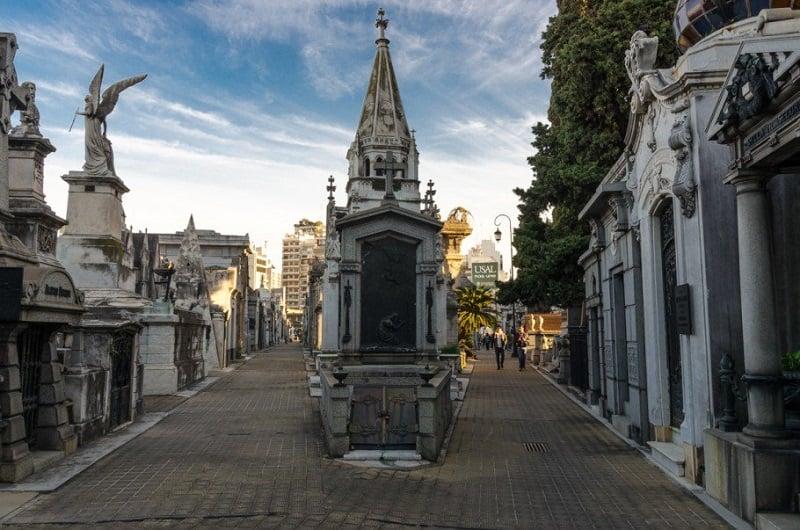 Conhecer o Cemitério da Recoleta em Buenos Aires no mês de abril
