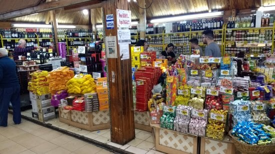 Loja de produtos regionais no Mercado Central em Mendoza