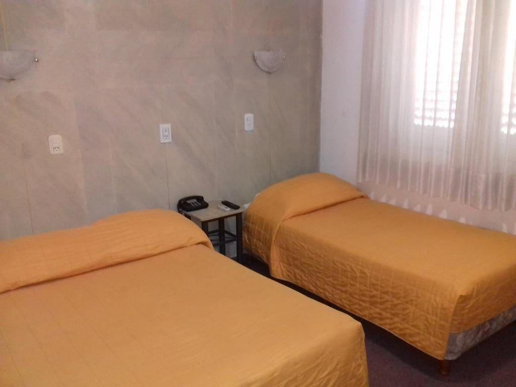 Quarto do Hotel Milena em Mendoza
