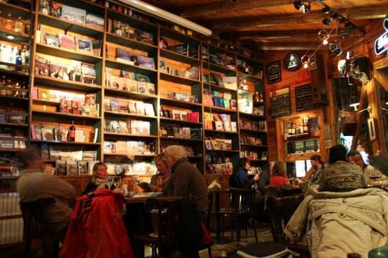 Borges y Alvarez Libro-Bar em El Calafate