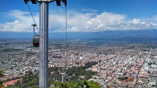 Teleférico no Cerro San Bernardo, em Salta
